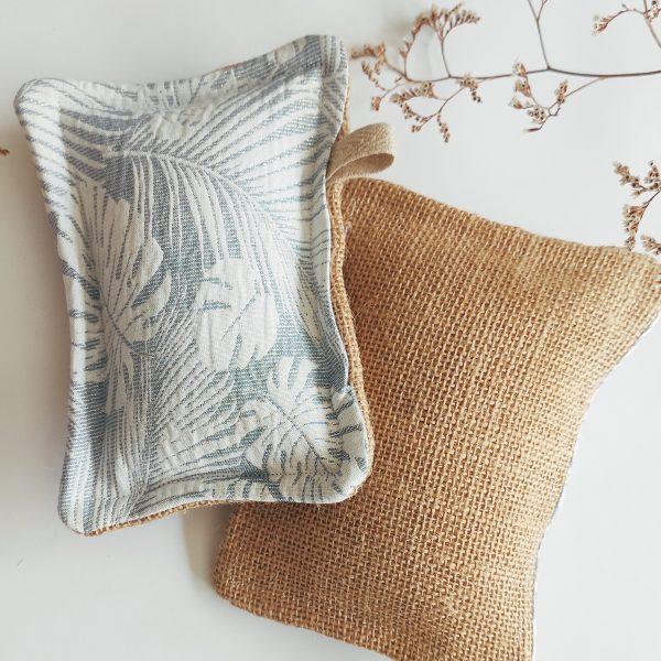 éponge lavable avec imprimé botanique palm et jute