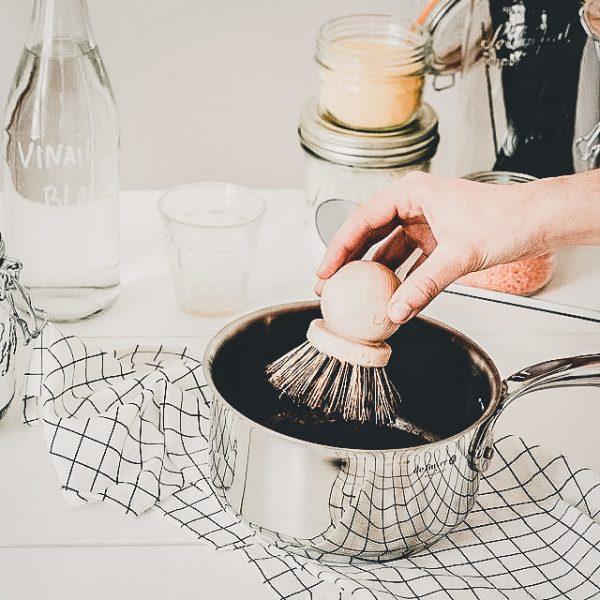 Brosse à casserole qui ne raye pas