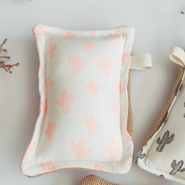eponge lavable avec imprimé cactus rose fluo et jute